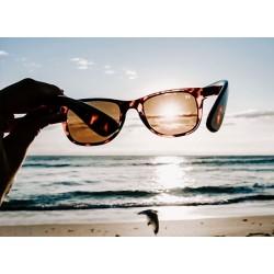 Πώς προστατεύουμε τα γυαλιά ηλίου μας στην παραλία;